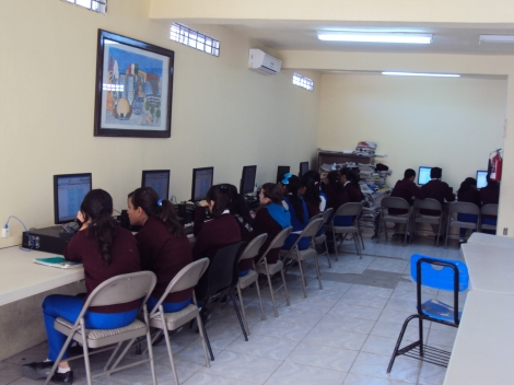 Our students work in ¨Aula de medios¨